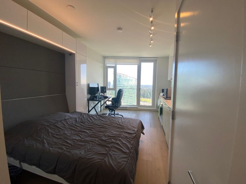 $1100 Stunning Studio in Surrey Central - 1911 Prime on the Plaza BOLLD (Surrey Central)