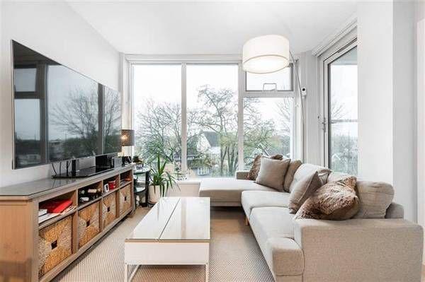 #525 Kensington Garden 2220 Kingsway