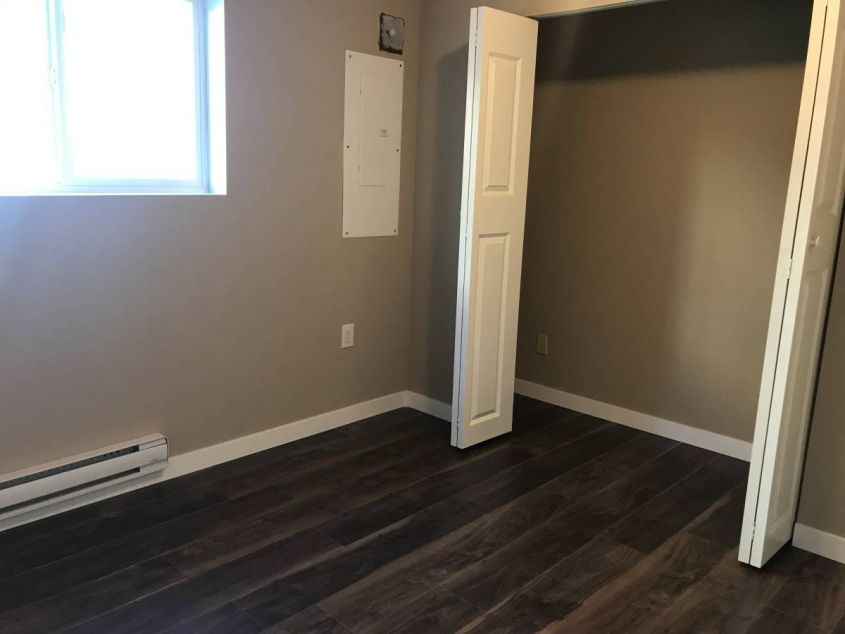 Updated 2 Bed 1 Bath Lower Lvl Family Home near Knight and Kingsway