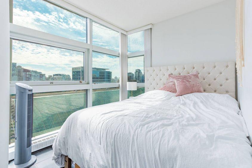 Luxury Living NE Corner 1 Bedroom+Solarium in Downtown Vancouver (938 Smithe St Vancouver)