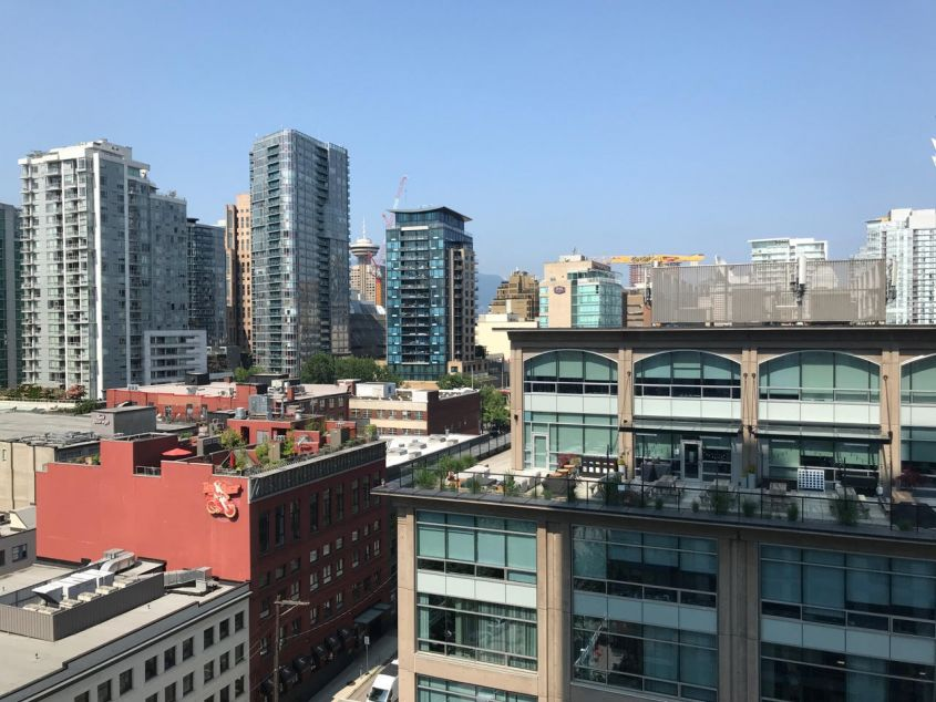 Bachelor's Studio w/Balcony Condo For Rent at Yaletown Vancouver