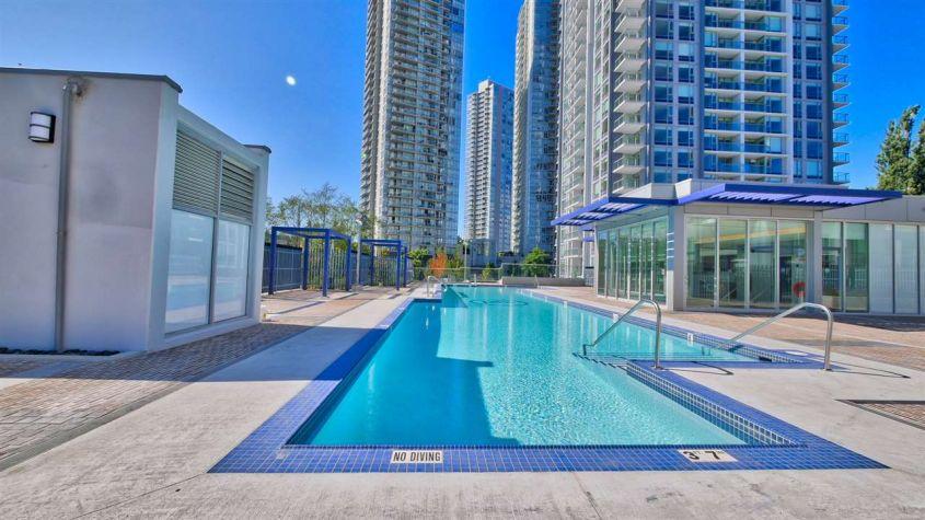 Luxury Living! 1BED/1BATH/DEN For Rent at Park Ave West Central Surrey