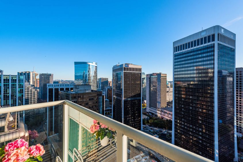 STUNNING 2 Bed/2 Bath w/2 Balconies For Rent at COAL HARBOUR Downtown