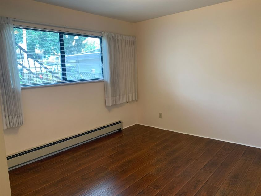 Bright 1 Bedroom Ground level at Collingwood VE For Rent!