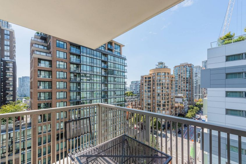 Furnished 2 Bedroom w/Solarium For Rent in Vancouver DOWNTOWN