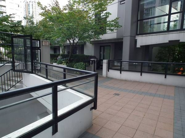 Stunning 1 Bed/1Bath with Den For Rent in Yaletown Downtown Vancouver
