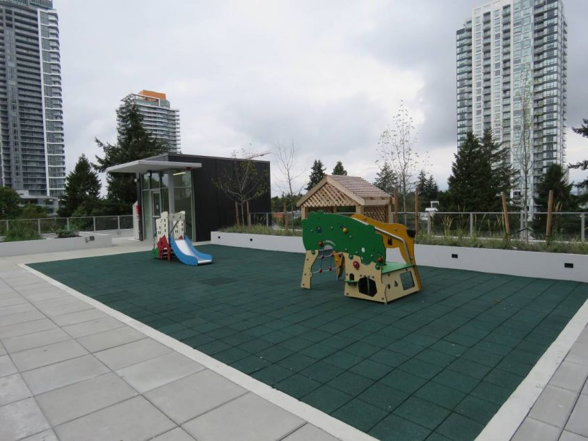 $1,100 Bright and Spacious Studio in Surrey Central - 2510 Prime on the Plaza (Surrey BOLLD)