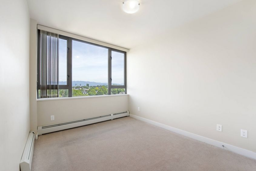 bolld.com 2 Bed/2Bath Condo For Rent in Collingwood's SKYWAY TOWER!