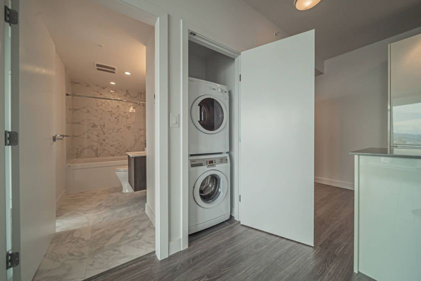 bolld.com Luxurious 1 Bedroom/Flex For Rent in Downtown Vancouver!