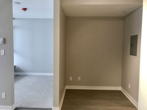 STUNNING 1 Bed/1Bath/Den w/Balcony at The Park Metrotown Burnaby