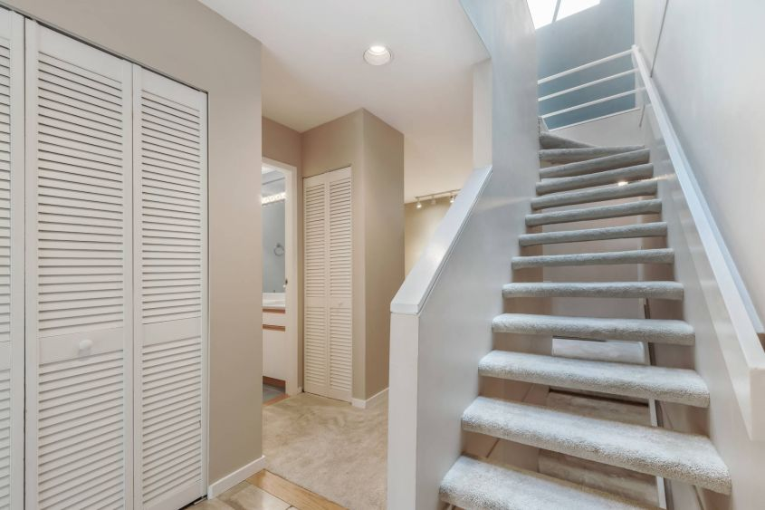 bolld.com Stunning 2BR/2Baths 3 Story Townhouse For Rent@FAIRVIEW
